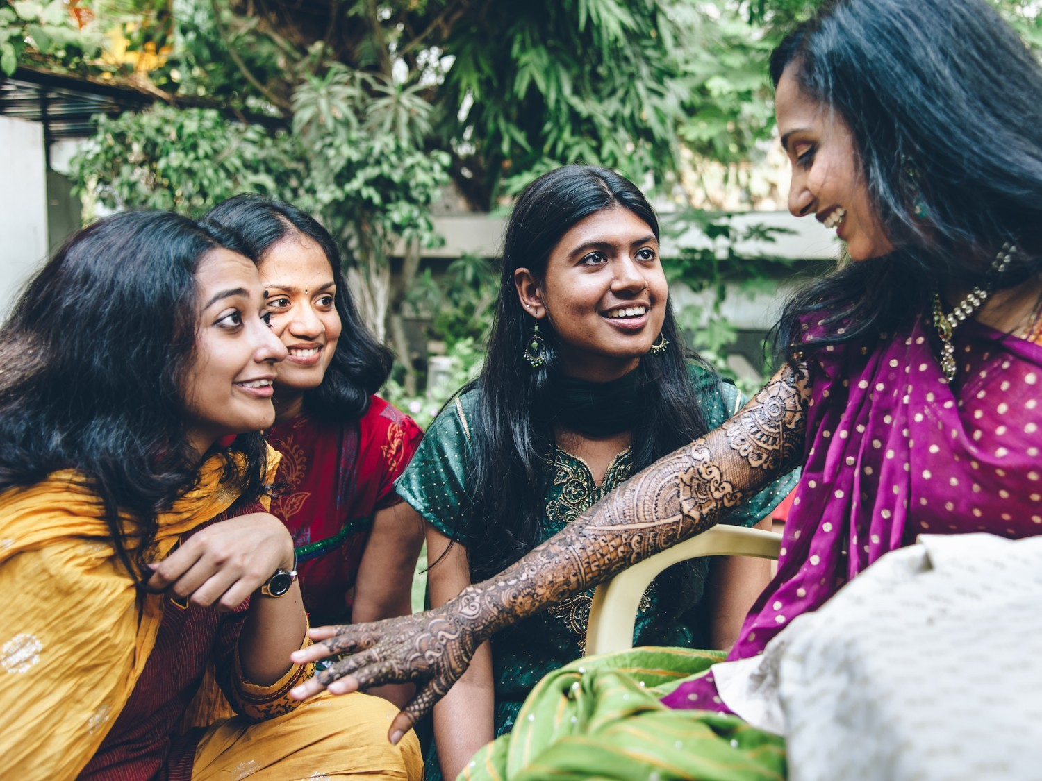 hindu single women in crossroads The problem and status of women in hinduism and how they are treated in modern hindu society.